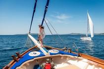 Mit einem Segelschiff Dalmatien ab Split erkunden.