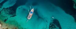 Mit einem Segelschiff Dalmatien ab Trogir erkunden.